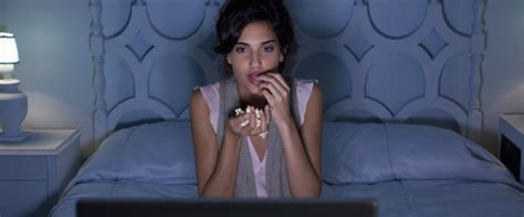 Food In The Bedroom by So Just How Bad Is It To Eat In Your Bed Huffpost