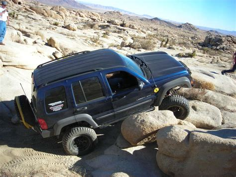 do they still make jeep liberty this is my jeep a 2004 liberty what are some cool