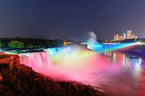 niagara falls at night the most beautiful and the highest waterfalls in the world