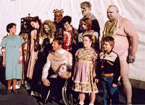 film ghost cast behind the scenes of 13 ghosts a frightfully gory experience