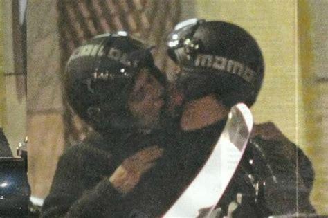 virginia raffaele e roberto bolle sono fidanzati roberto bolle bacia con passione il fidanzato ecco il