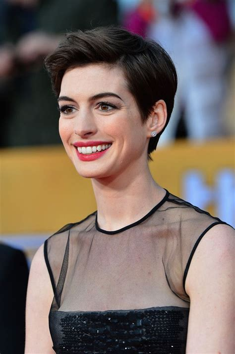 big shoulders and pixie cuts 25 best ideas about anne hathaway haircut on pinterest