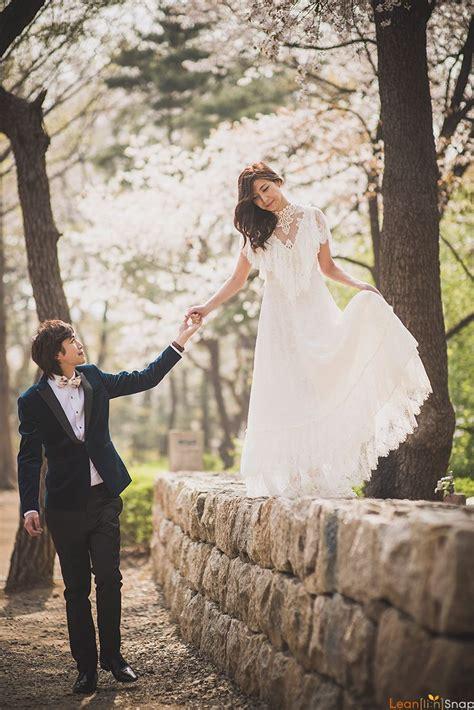 korea cherry blossoms pre wedding at yonsei in korea wedding photography