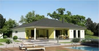 garten bungalow bauen bungalow mit 252 berdachter terrasse bauen ytong bausatzhaus