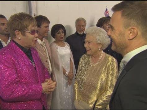 elton john queen of england elton john and the queen poke fun at gary barlow backstage