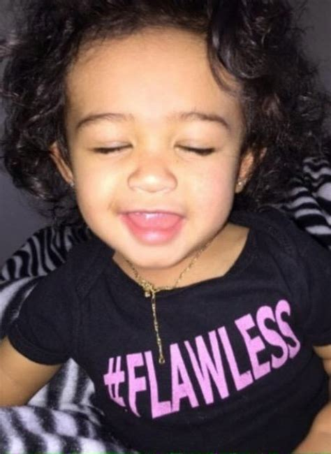 Mother Daughter House Plans Chris Brown Sets Photo Of His Daughter As His Phone