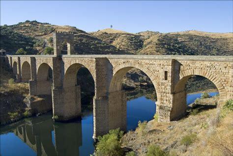 el puente de alcntara alc 225 ntara el puente hacia la historia