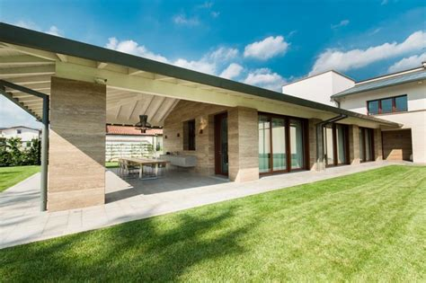 foto ville con giardino villa con giardino contemporaneo portico di
