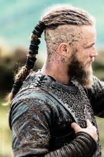 travis fimmel vikings hairstyle las 25 mejores ideas sobre vikingos en pinterest pelo