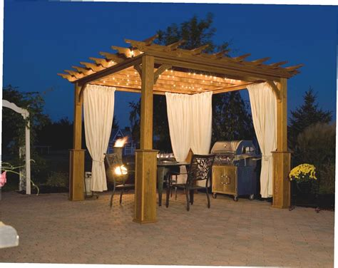 what is the difference between a pergola and a gazebo