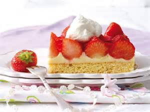 erdbeer kuchen erdbeerkuchen vom blech so geht s lecker