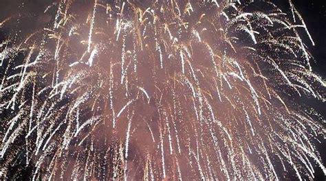fuochi d artificio pavia ferito mentre accende i fuochi d artificio incidente a