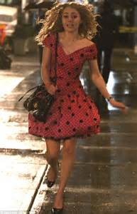 the of running in heels annasophia robb s carrie bradshaw rides in a battered