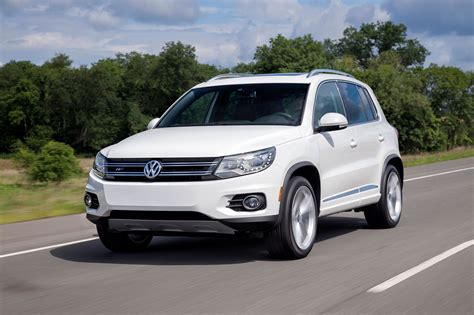 2014 volkswagen tiguan r line front view in motion photo 16