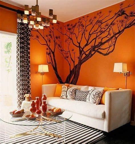 Bien Deco Salon Mur Blanc #5: 4couleur-peinture-salon-orange-avec-un-joli-sticker-mural-arbre-canap%C3%A9-blanc-cass%C3%A9-tapis-en-noir-et-blanc-table-%C3%A0-caf%C3%A9-en-verre-design-original-e1473499873237.jpg