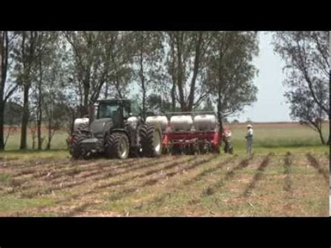 No Till Planters South Africa by Valtra S293 In South Africa With Jumil No Till Planter