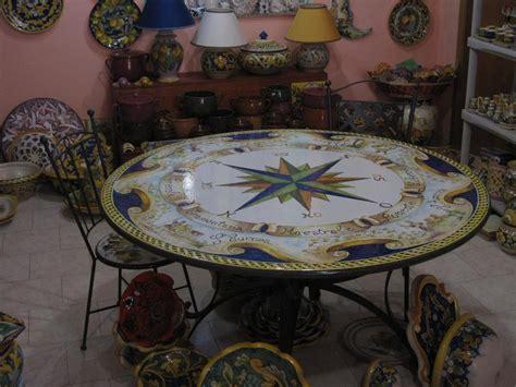 tavolo pietra lavica tavolo tondo in pietra lavica dipinto a mano tavoli