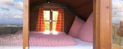 schlafen im weinfass schlafen im weinfass sasbachwalden schwarzwald erlebnis