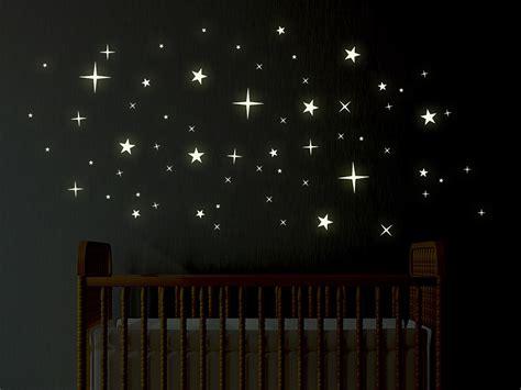 wandtattoo kinderzimmer leuchtsterne wandtattoo leuchtsterne im dunkeln leuchtend wandtattoo de
