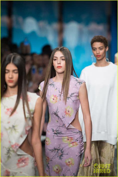 dua lipa family sofia richie dua lipa wear same top to topshop show