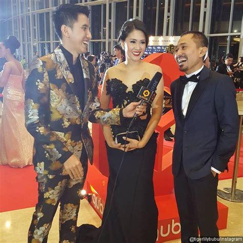 naskah film jomblo foto lukman sardi dan istri hadiri festival film indonesia