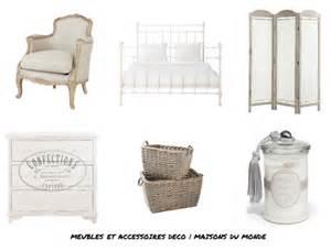 Bien Magasin Style Maison Du Monde #1: D-C3-A9co-chambre-shabby-chic-commode-fauteuil-lit-paravent-panier-bougie-romantique-Maisons-du-monde-550x4182.png