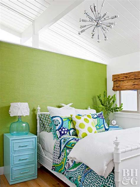 are accent walls out of style 2017 decorate with the pantone color of the year fashion