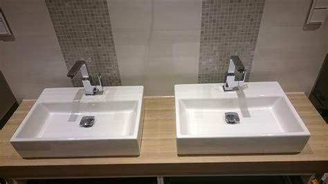 Badezimmer Fliesen Hinter Waschbecken by Badezimmer Ausbauen Badfliesen Badm 246 Bel Armaturen