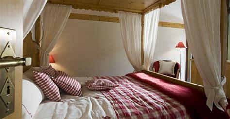 nachttisch weiß romantisch schlafzimmer lila wei 223 schwarz