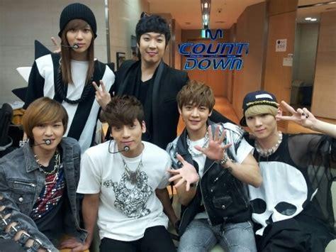 Kaos Shinee Shinee Signature 1 oddness weirdness shinee backstage m countdown