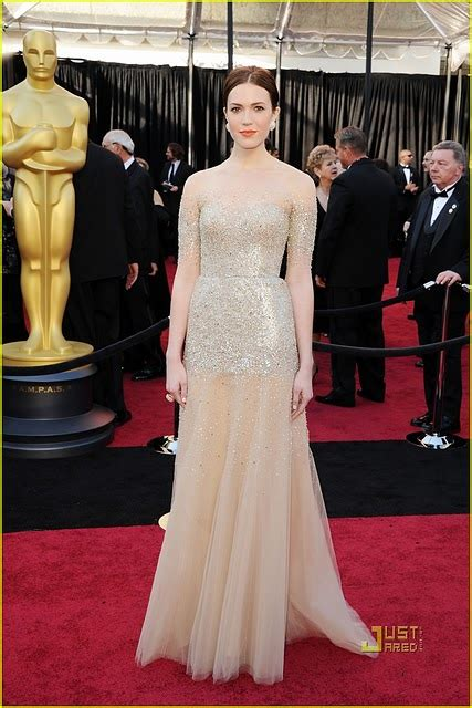 Catwalk To Carpet Hilary Swank In Lhuillier by Occhimare Fashionblog 83rd Academy Awards