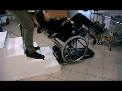 sedia per salire e scendere scale saliscala per salire le scale con la carrozzina