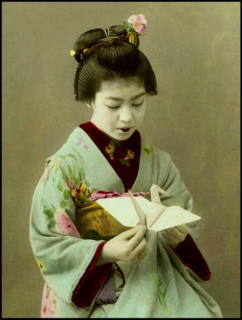 Japanese Origami History - a sweet origami maiko of japan i a few