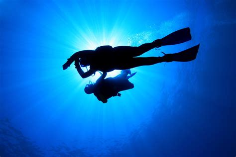 the dive 10 reasons to do the padi advanced open water diver course