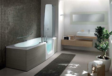 badezimmer ideen auf einem etat badewanne mit t 252 r aktuelle vorschl 228 ge archzine net