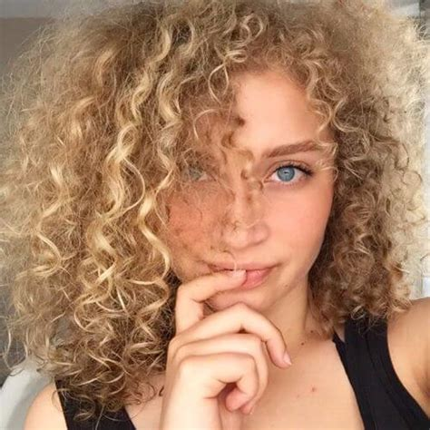 Curly Hairstyles For 50 With Thin Hair by 50 Hairstyles For Thin Hair Instant Volume