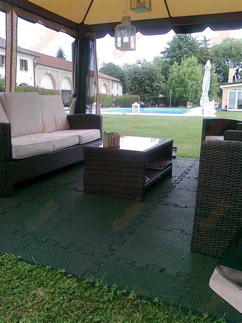 pavimenti per gazebo pavimento per gazebo antiscivolo e drenanti codex srl
