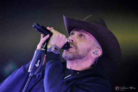 max pezzali una canzone d testo max pezzali quot i cowboy non mollano quot testo e ufficiale
