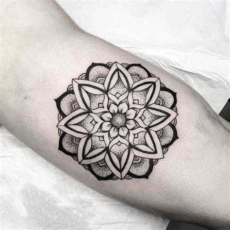 tattoo mandala com penas significado tattoo mandala ombro significado 1000 geometric tattoos