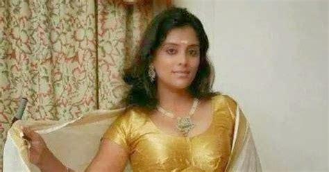 pooja nair hot navel solar swapnam actress pooja nair navel show in set saree