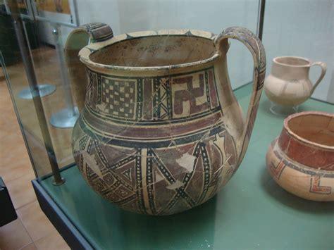 antichi vasi funebri la svastica