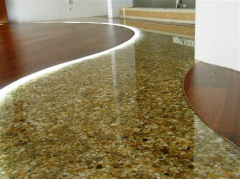 come si fa un pavimento in resina come posare un pavimento in resina sopra un pavimento