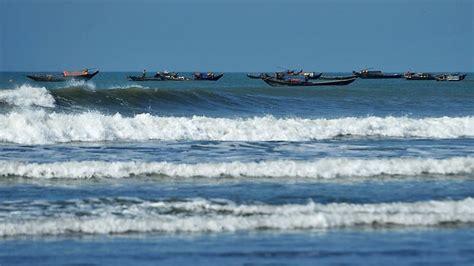 missing refugee boat 130 missing in refugee boat sinking in bangladesh