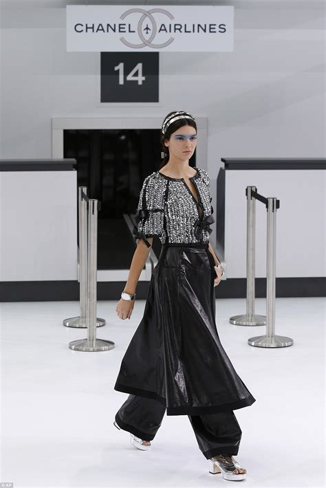 Runway Karl Lagerfeld by Depp 16 Oozes Carefree Model Vibes At Chanel