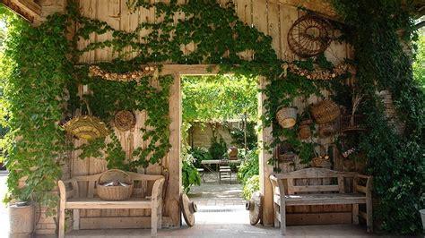 giardino country arredo country giardino armonia materiali naturali