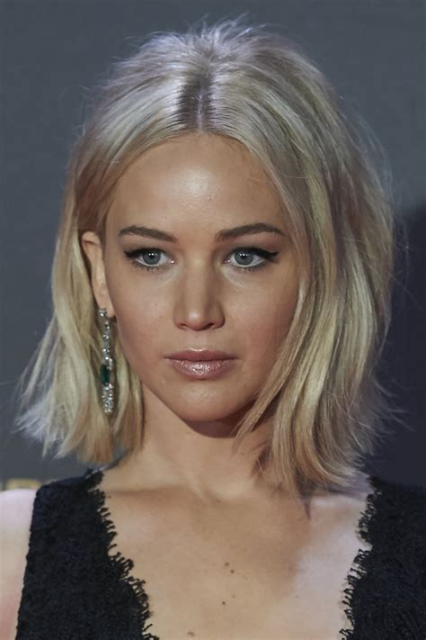 shoulder length hairs cuts 2015 flip styled jennifer lawrence flip shoulder length hairstyles