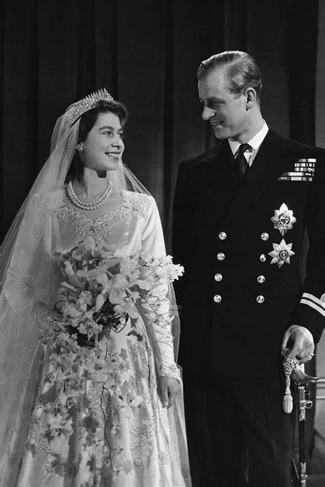 hochzeitskleid der queen die hochzeitskleider der stars hrh elizabeth ii the