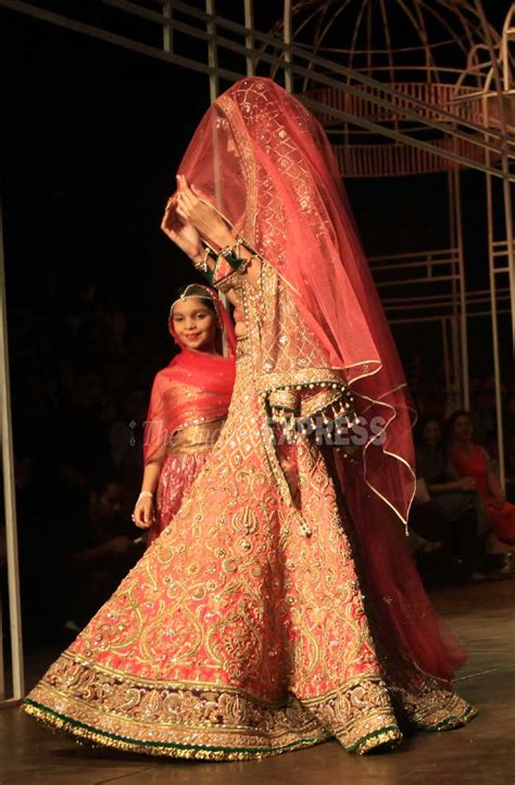 bridal fashion week photos tarun tahiliani ends india bridal fashion week