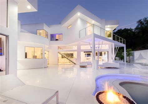 Akon House Mtv Cribs akon s modern from drab to ethereal