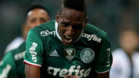 yerry mina barcelona eyeing palmeiras star yerry mina but for 2018
